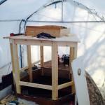 """För att lätt komma in i styrhytten skall den ha en """"nedgångslucka"""". Den gamla hytten fick fungera som förlaga.."""