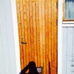 Dörr?! Ja, alltså tänker mig att den lackade panelen får fungera som inspiration.. till panelen som skall sitta på hytten.